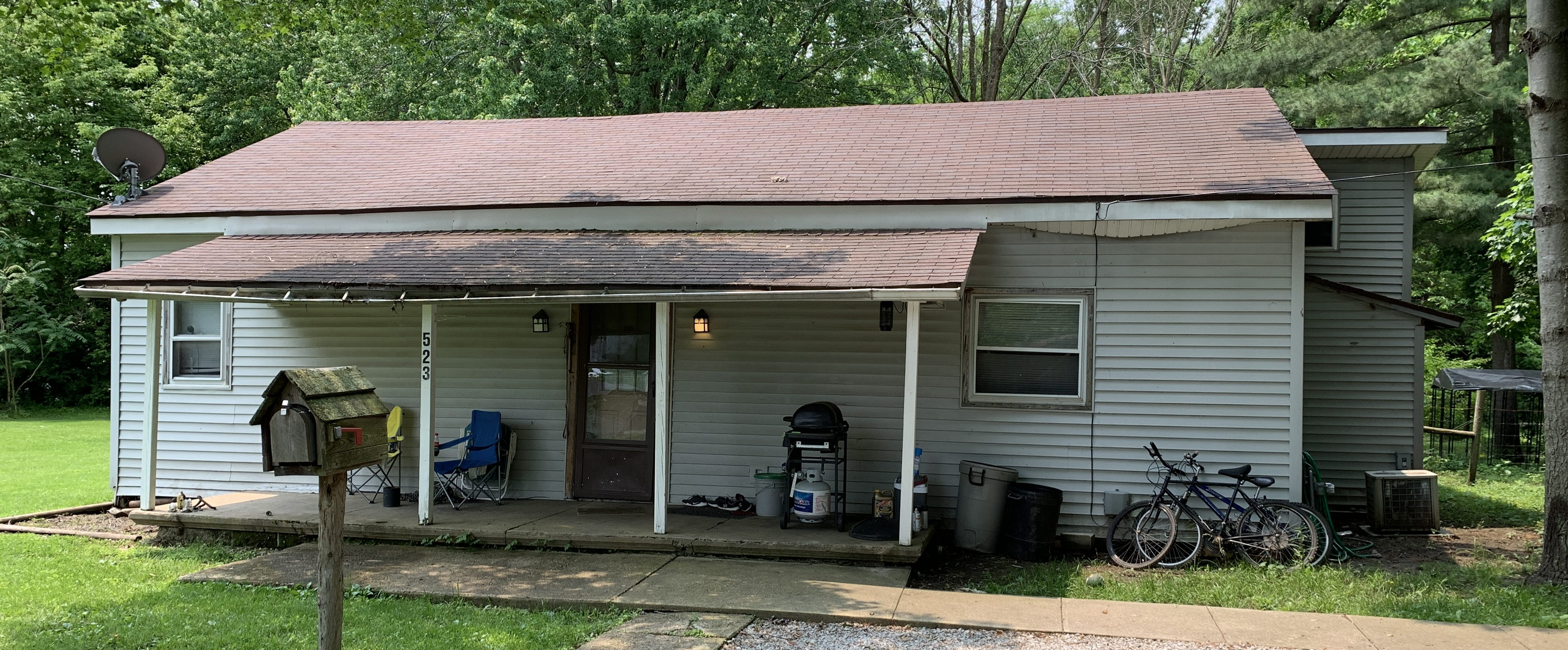 A RANCH-STYLE FLIP OPPORTUNITY RIGHT IN THE HEART OF THORNTOWN